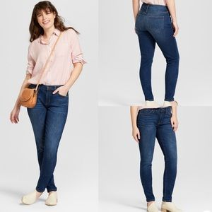 Universal Thread Mid-Rise Curvy Jeans